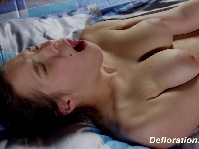 Porn actor seduces beginner virgin model 10