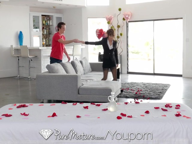 pure-mature-alana-cruise-pampered-with-massage-fuck-on-valentines-day