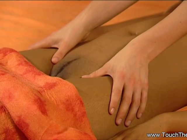a-relaxing-massage-of-lesbian-partners