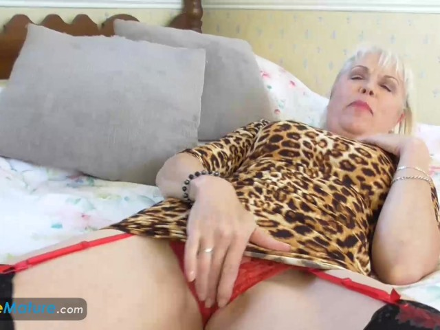 Europemature lady sextasy showing off alone 7