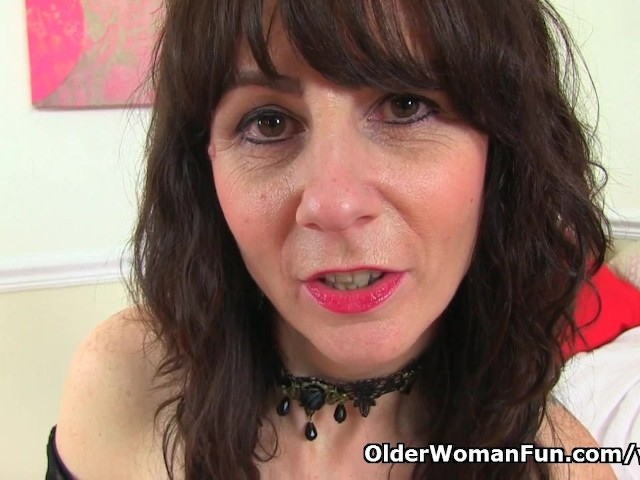 scottish-milf-toni-lace-will-tell-you-how-to-wank-it