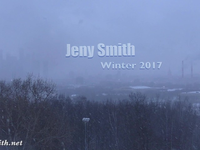 jeny-smith-naked-in-snow-fall-walking-through-the-city