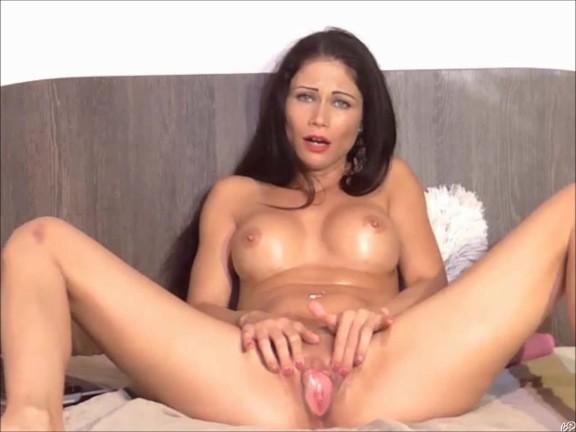 Sexy Milf having a juicy orgasms