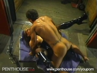 hot-chick-sucking-cock-and-gets-fucked-hard.