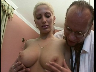 amatuer-gyno-practices-on-hottie
