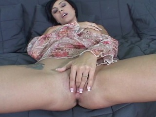 sexy-brunette-fiddles-with-her-clit