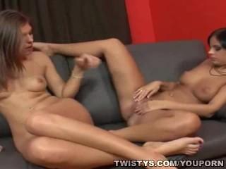 lesbians-footlicking