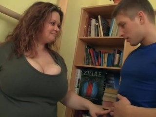 Fat chick seduces her trainer blowjob...