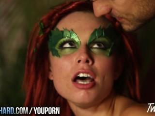 aidra-fox-dresses-up-as-poison-ivy