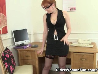 Red works her sweet matured pussy...