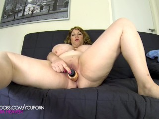 busty-housewife-dildos-her-pussy-on-couch