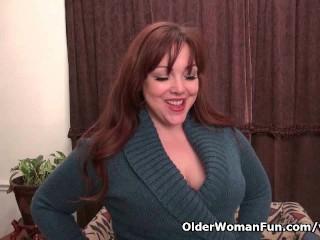 American Mom Jewels Satisfies Her Craving Pussy...