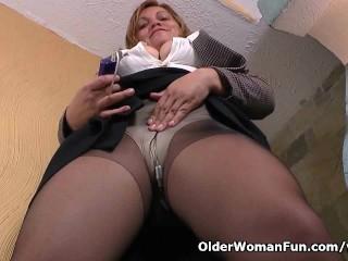 Pantyhosed office milf shows us her best kept secret