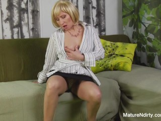 Blonde granny getting fucked...