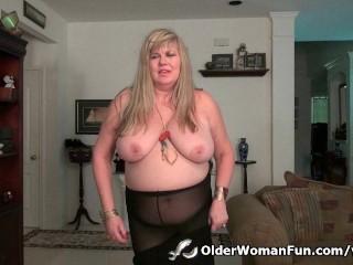 BBW milf Love Goddess rubs her mature clit