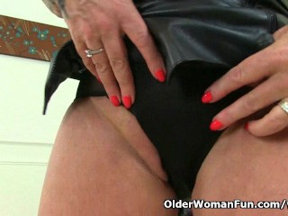 Naughty UK milf Camilla rubs her old pussy