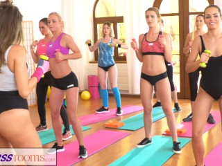 fitnessrooms-lesbian-lovers-make-each-other-cum-after-gym-class