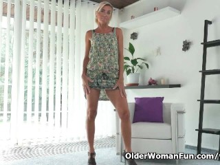 Skinny milf sunny needs getting off...