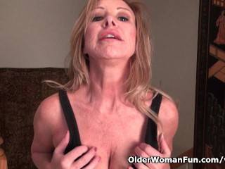 American milf Sally Steel lets you enjoy her lady bits