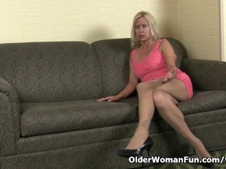 milf Payton Leigh finger fucks on the couch...