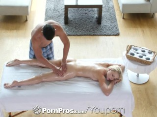 Pornpros stunning blonde staci carr goes in for...
